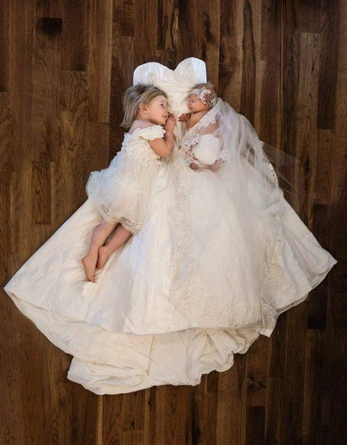 Trouwjurk zusje en baby